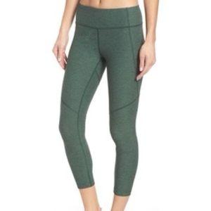 Outdoor Voices medium 3/4 legging in hunter green